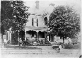 The Old Kentucky Home and Wolfe Family 1908 Courtesy of the Pack Library